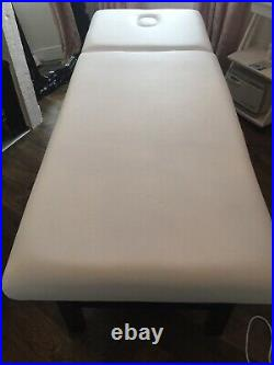 Very solid white beauty couch bed, solid wooden legs, excellent condition